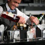 Топ пет трикови на барменот за импресионирање на гостите